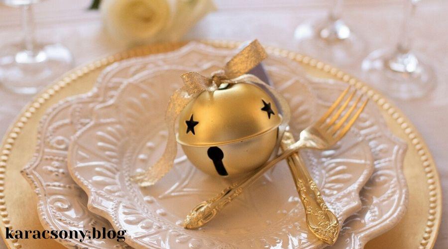 karácsonyi tányér arany színű ajándékkal